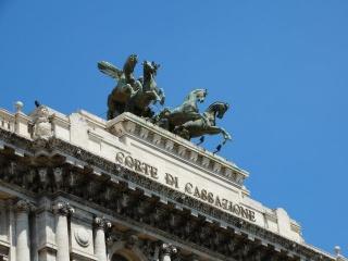 Cassazione sulla clausola arbitrale nei contratti assicurativi