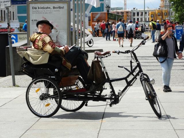 Come le bici: monopattini elettrici e simili, le regole e le riflessioni